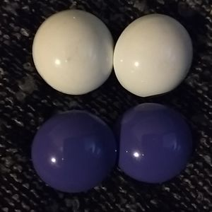 2 Pairs of Round Earrings
